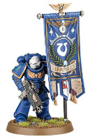 Futuristic warrior in power armour (Primaris Space Marine Ancient from Dark Imperium set for Warhammer 40.000) from Games Workshop - Miniature figure review