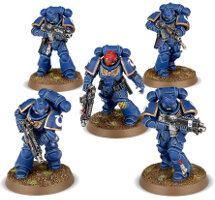 Futuristic warrior in power armour (Primaris Space Marine Intercessor from Dark Imperium set for Warhammer 40.000) from Games Workshop - Miniature figure review