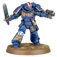 Futuristic warrior in power armour (Primaris Space Marine Lieutenant #1 from Dark Imperium set for Warhammer 40.000) from Games Workshop - Miniature figure review
