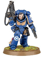 Futuristic warrior in power armour (Primaris Space Marine Lieutenant #2 from Dark Imperium set for Warhammer 40.000) from Games Workshop - Miniature figure review