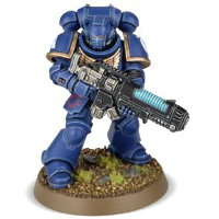 Futuristic warrior in full armour in 1/64 scale (Primaris Space Marine Hellblaster #1 in Mk10 Tacticus armour, with plasma incinerator from Dark Imperium set for Warhammer 40.000 Ed8) from Games Workshop, 2017