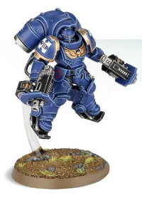 Futuristic warrior in full armour in 1/64 scale (Primaris Space Marine Inceptor #1 in Mk10 Inceptor Gravis armour, with assault bolter in both hands for Warhammer 40.000 Ed8) from Games Workshop, 2017