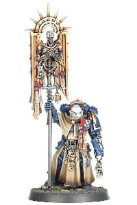 Futuristic warrior in full armour in 1/64 scale - Bladeguard Ancient #1 in Mk10 Tacticus armour, with army standard from Indomitus set for Warhammer 40,000 Ed9 from Games Workshop, 2020 - Miniature figure review