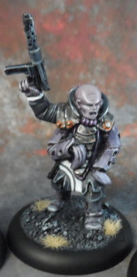 Humanoid mutant with submachine gun in 1/56 scale (Malformed Host #2 of the Malignancy for Macrocosm Sci-Fi) from Macrocosm Miniatures - Miniature figure review