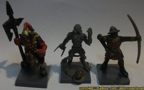 DreadBall v1 comparison with 1:56 (28mm / 32mm) miniatures: From left to right: Orc with Spear #2 from Renegade Miniatures, Yndij Reaver from Mantic Games, with DreadBall v1, Bretonnian Bowman #1 from Games Workshop.