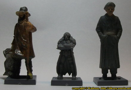 Size comparison of Blaine Sponsor with 1:35 miniatures: From left to right: 40mm high shepherd, Blaine Sponsor from Mantic Games, 54mm high soldier.