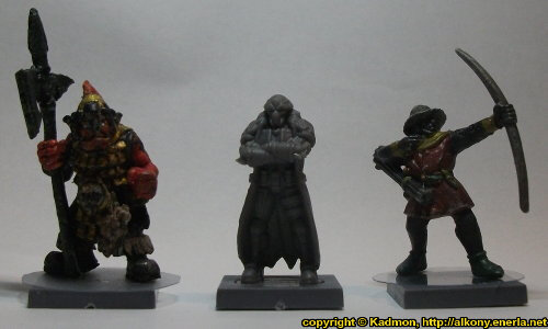 Size comparison of Blaine Sponsor with 1:56 (28mm / 32mm) miniatures: From left to right: Orc with Spear #2 from Renegade Miniatures, Blaine Sponsor from Mantic Games, Bretonnian Bowman #1 from Games Workshop.