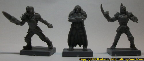 Size comparison of Blaine Sponsor with 1:56 (28mm / 32mm) miniatures: From left to right: Long Rock Lifers Jack #2 from Mantic Games, Blaine Sponsor from Mantic Games, Long Rock Lifers Jack #1 from Mantic Games.