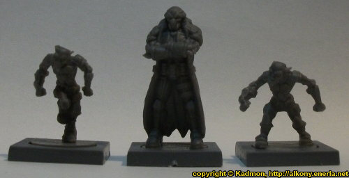 Size comparison of Blaine Sponsor with 1:56 (28mm / 32mm) miniatures: From left to right: Zee Buccaneer from Mantic Games, Blaine Sponsor from Mantic Games, Zee Buccaneer from Mantic Games.