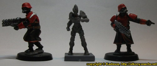 Size comparison of Bremlin Nebulas Jack #2 with 1:56 (28mm / 32mm) miniatures: From left to right: Shock Trooper from Wargames Factory, Bremlin Nebulas Jack #2 from Mantic Games, Shock Trooper from Wargames Factory.