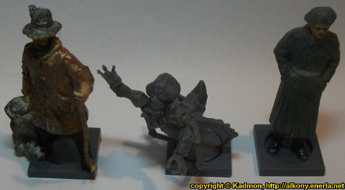Size comparison of Yxaal Nameless Bloodsucker with 1:35 miniatures: From left to right: 40mm high shepherd, Yxaal Nameless Bloodsucker from Mantic Games, 54mm high soldier.