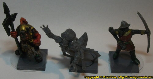 Size comparison of Yxaal Nameless Bloodsucker with 1:56 (28mm / 32mm) miniatures: From left to right: Orc with Spear #2 from Renegade Miniatures, Yxaal Nameless Bloodsucker from Mantic Games, Bretonnian Bowman #1 from Games Workshop.