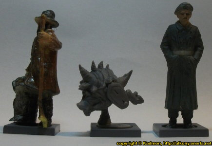 Size comparison of Pusk Rampager with 1:35 miniatures: From left to right: 40mm high shepherd, Pusk Rampager from Mantic Games, 54mm high soldier.
