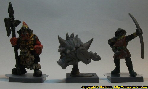 Size comparison of Pusk Rampager with 1:56 (28mm / 32mm) miniatures: From left to right: Orc with Spear #2 from Renegade Miniatures, Pusk Rampager from Mantic Games, Bretonnian Bowman #1 from Games Workshop.