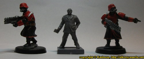 Size comparison of The Warden with 1:56 (28mm / 32mm) miniatures: From left to right: Shock Trooper from Wargames Factory, The Warden from Mantic Games, Shock Trooper from Wargames Factory.