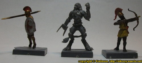 Size comparison of Yndij Reaver with 1:72 miniatures: From left to right: Greek Hoplite from Zvezda, Yndij Reaver from Mantic Games, Greek archer from Zvezda.