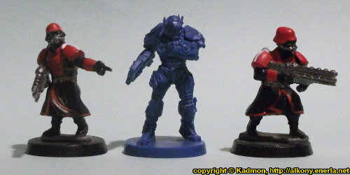 Size comparison of the Enforcer ES435 'Monarch' miniature figure from Mantic Games with 1:56 (28mm / 32mm) scale Shock Troopers from Wargames Factory