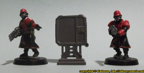 Size comparison of the Computer Terminal #2 miniature scenery from Mantic Games with 1:56 (28mm / 32mm) scale Shock Troopers from Wargames Factory