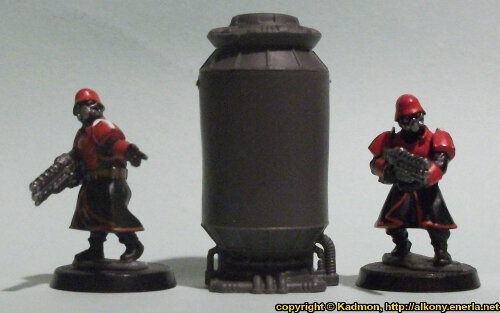 Size comparison of the Containment Tank #1 miniature scenery from Mantic Games with 1:56 (28mm / 32mm) scale Shock Troopers from Wargames Factory