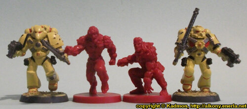 Size comparison of the Star Saga: The Eiras Contract Core Set Plague Victim miniature figures from Mantic Games with with 1:64 (28mm/32mm) scale Space Marines from Games Workshop. From left to right: Space Marine, Plague Victim #1, Plague Victim #2, Space Marine.