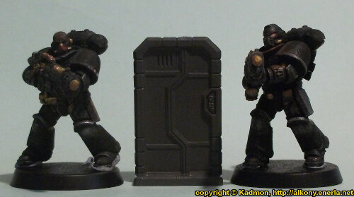 Size comparison of the Single Door #1 miniature scenery from Mantic Games with 1:64 (28mm/32mm) scale Primaris Space Marines from Games Workshop. From left to right: Primaris Space Marine Hellblaster Sergeant #1, Single Door #1, Primaris Space Marine Hellblaster #2.