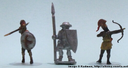 Spearman from Menhir Games - 1:72 (25mm) comparison with Zvezda Greek Hoplite (left) and Zvezda Greek archer (right).