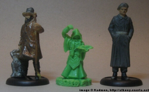 Cthulhu Wars Cultist from Petersen Games - 1:35 (54mm) comparison with 40mm high shepherd and 54mm high soldi