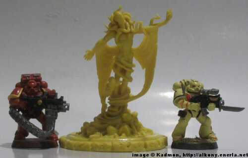 Cthulhu Wars The King in Yellow from Petersen Games - 1:64 (28/32mm) comparison with Games Workshop Warhammer 40K Adeptus Astartes miniatures.