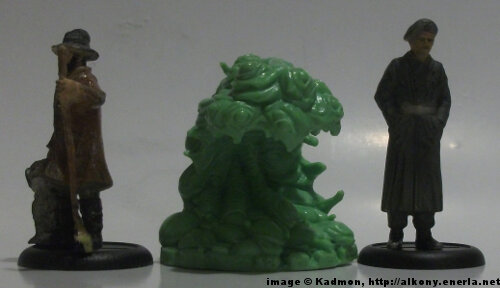 Cthulhu Wars Shoggoth from Petersen Games - 1:35 (54mm) comparison with 40mm high shepherd and 54mm high soldi