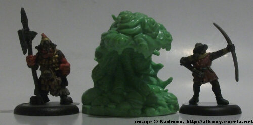 Cthulhu Wars Shoggoth from Petersen Games - 1:56 (28/32mm) comparison with Renegade Miniatures Orc with spear #2 (left) and Games Workshop Bretonnian Bowman #1 (right).