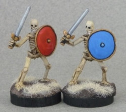 Humanoid skeleton with sword and shield in 1/56 scale (Skeletal Swordsman for Bones) from Reaper Miniatures - Miniature figure review